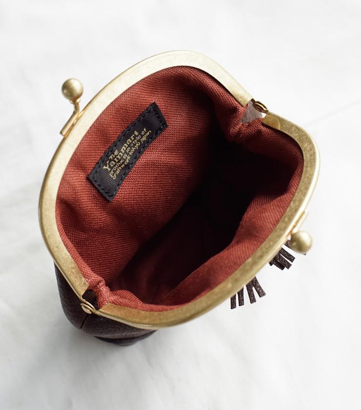 Yammart(ヤマート)カウレザータッセルがま口ポーチ tassel-mini-pouch