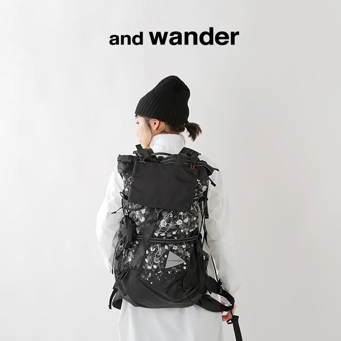and wander(アンドワンダー)スプラッターハンドプリント40Lバックパック